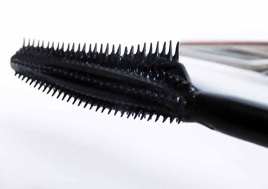 Butterfly-mascara-brush_side_LOreal-Paris-Voluminous-Butterfly-mascara